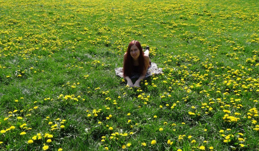 Лето, зелень, цветочки! У нас я только в июне, наверное, смогу сфотографироваться!