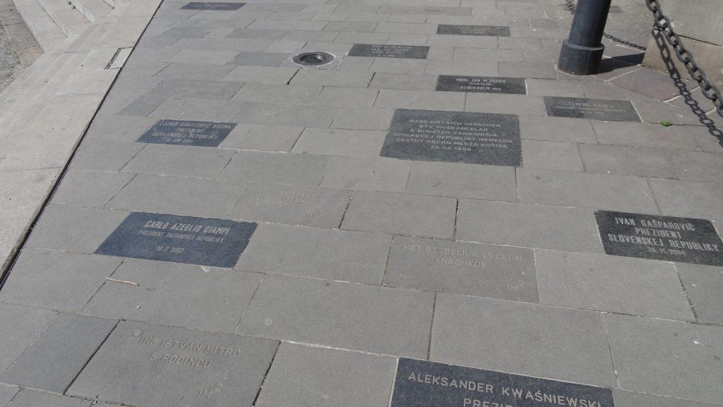 Рядом с собором часть площадки выложена вот такими памятными плитками