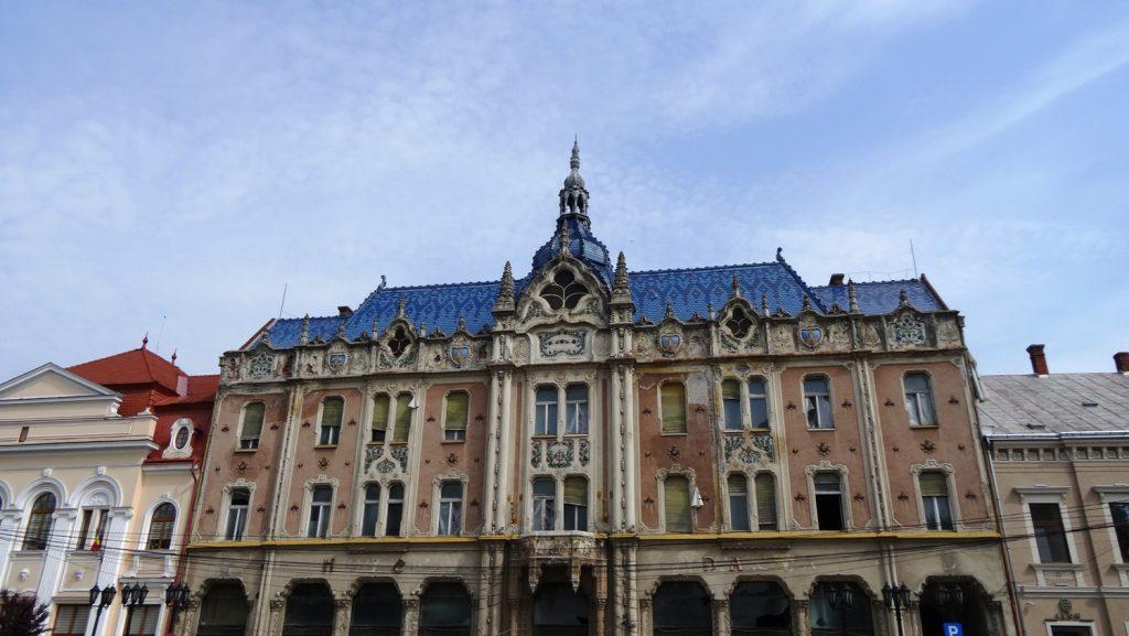 Очень красивое здание. Так нигде и не нашли, что это, может, просто старое здание?