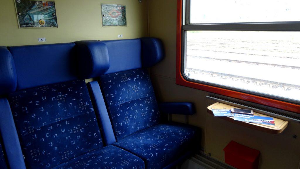 Снова поезд, снова удобные сиденья