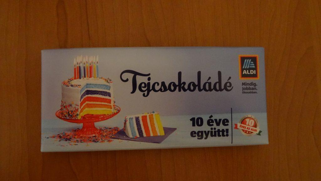 Шоколадка. Эту прелесть нам подарили (видимо, в рамках акции) в супермаркете, который отмечает свое десятилетие