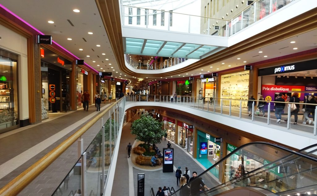 Торговый центр мало чем отличается от большинства торговых центров мира
