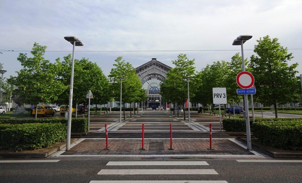 Южный вокзал Шарлеруа. Отсюда можно уехать в аэропорт на автобусе, а можно в десятки разных городов на поездах