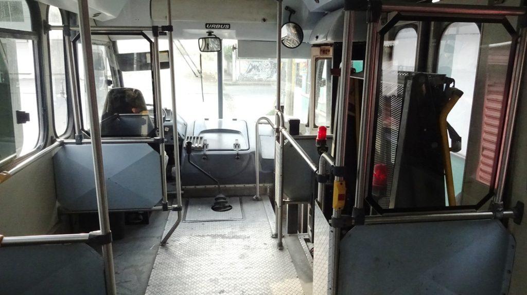 Вот таким автобусом можно добраться до границы