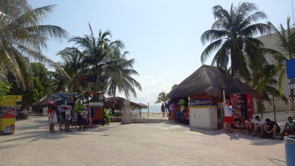 Площадь у пляжа