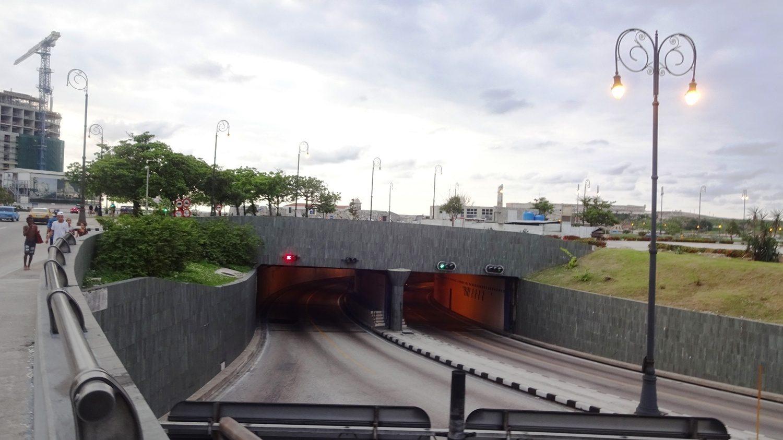Тоннель, соединяющий два берега