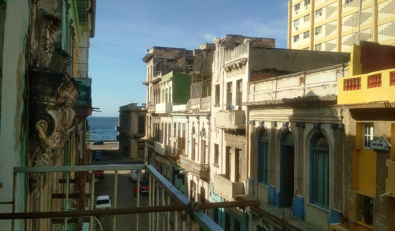 Вид с нашего балкона на Малекон