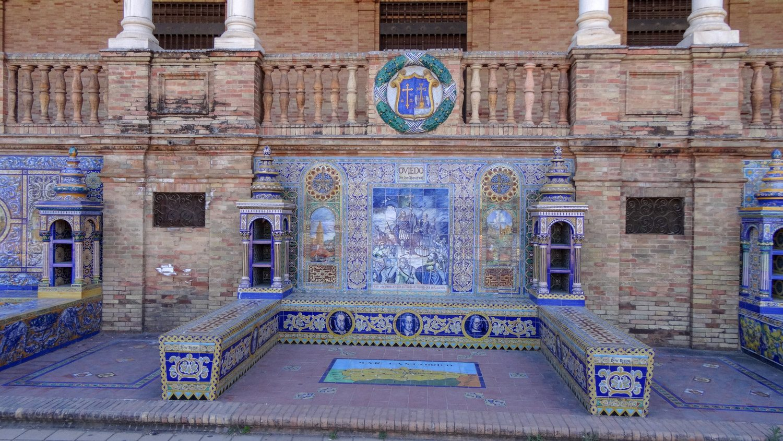 Ниши, рассказывающие об истории разных провинций Испании