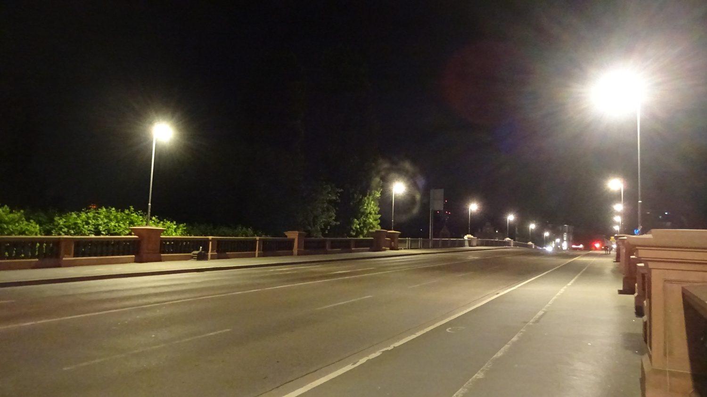 По ночам дороги почти пустые