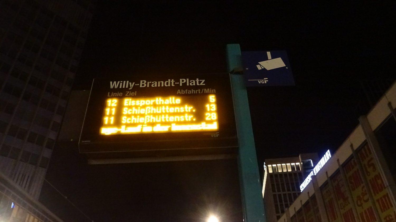 Но общественный транспорт еще ходит