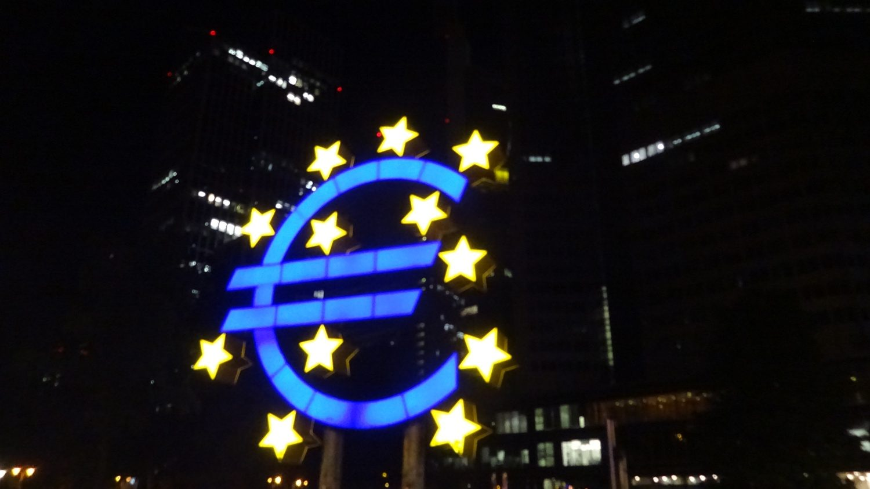 Памятник валюте евро