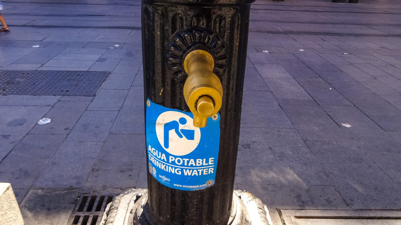 В такую жару наткнуться на фонтанчики с питьевой водой особенно приятно