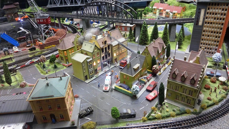 На вокзале есть вот такой небольшой макет города