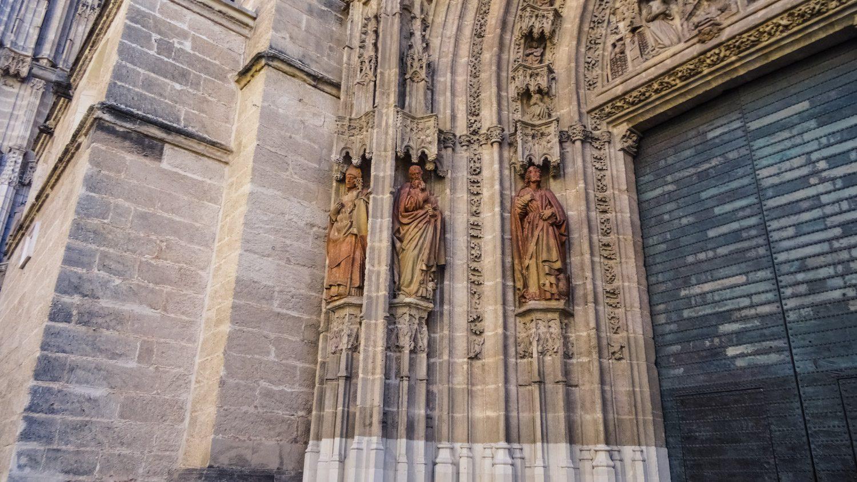Меня всегда поражает количество мелких деталей на готических соборах