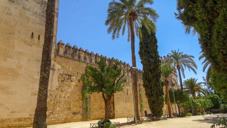 Стена вокруг мечети