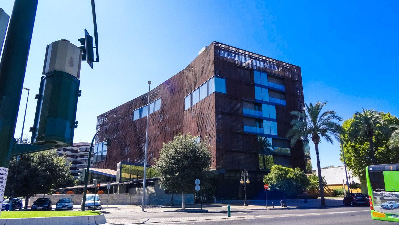 Никогда бы не подумала, что в этом здании... 5-звездочный отель!