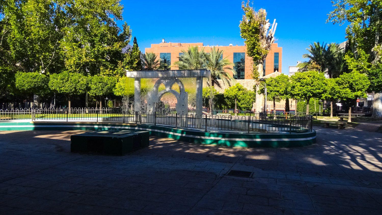 Необычный фонтан в саду Salitre
