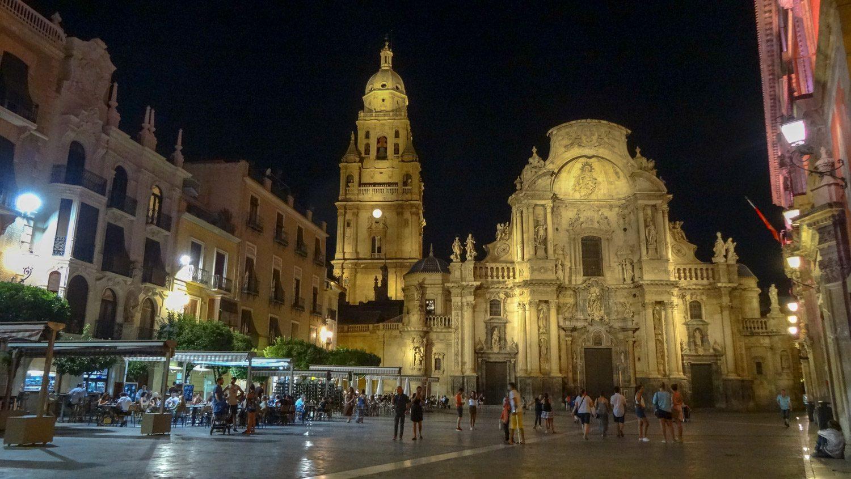 Строительство было начато в XIV веке, а закончено в XV. Позже серьезно пострадал от пожара, но был восстановлен