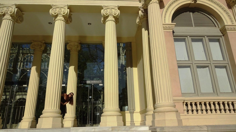 Вход с колоннами