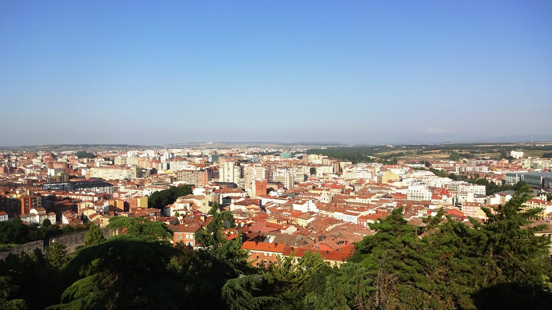 Вид с высоты примерно 75 метров над городом