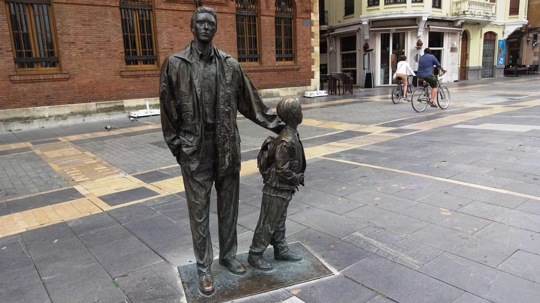 """Еще один город с очень """"живыми"""" скульптурами и памятниками"""