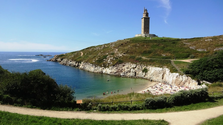Вид на пляж и маяк