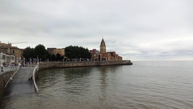 Вид на мыс Симадевилья и церковь San Pedro Apóstol