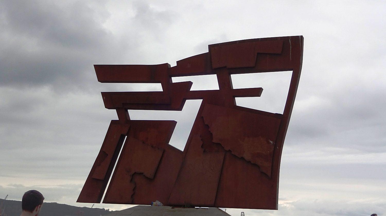 Скульптура Nordeste выглядит грозно, но символизирует связь города с морем и промышленностью (коряво получилось, но надеюсь, что понятно). Около 5 метров в ширину