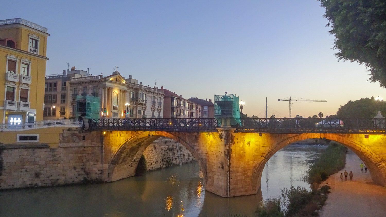 Puente de los Peligros. Когда-то перекинутый через реку мост был разрушен наводнением, а в XVIII веке вместо него построили вот такую красоту