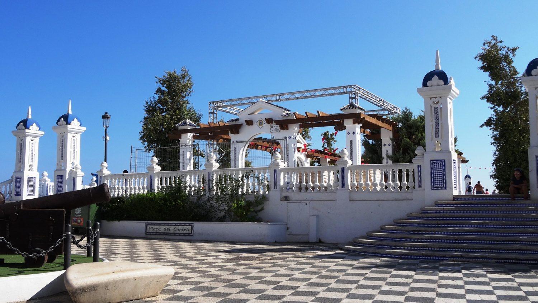 Площадь Santa Ana - еще полминуты, и мы увидим Балкон Средиземноморья!