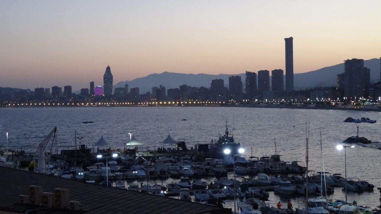 Это испанский курорт, а не азиатский мегаполис! Гонконг напоминает