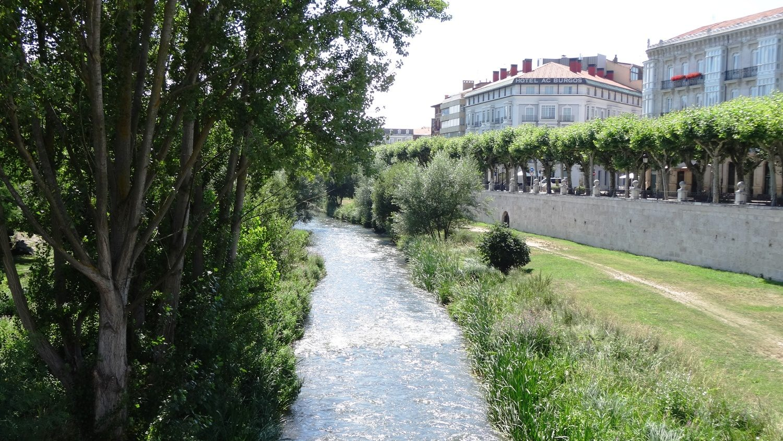 Улица вдоль реки