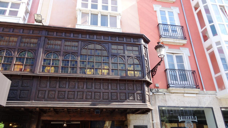 Это тоже на площади Свободы. Старинные балконы