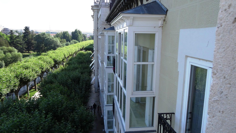 Наверное, тут занятно жить. Выходишь на балкон, а рядом постоянно туристы