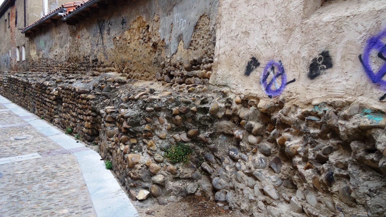 И еще немного очень старых стен