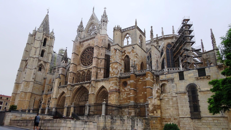 """Потрясающе красивый, снова кружевной, монументальный, """"серьезный"""" Catedral de León. Леонский собор"""