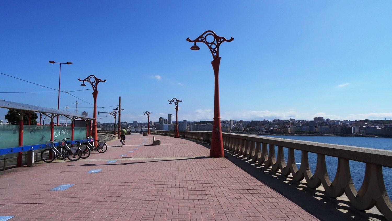 Очень-очень-очень длинный променад (13 км), он тянется от одного конца города к другому, огибая множество красивых мест
