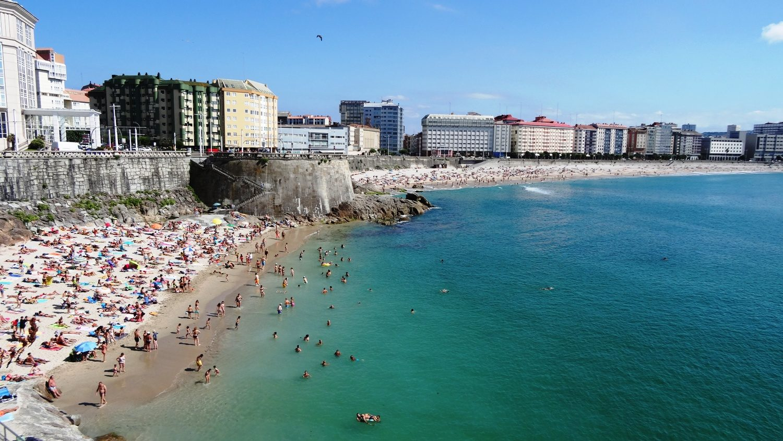 Пляж Матадейро. Здесь очень-очень много народу, хотя дальше поло свободного места!