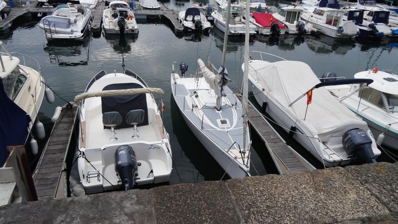 Здесь жители города паркуют свои яхты и лодочки
