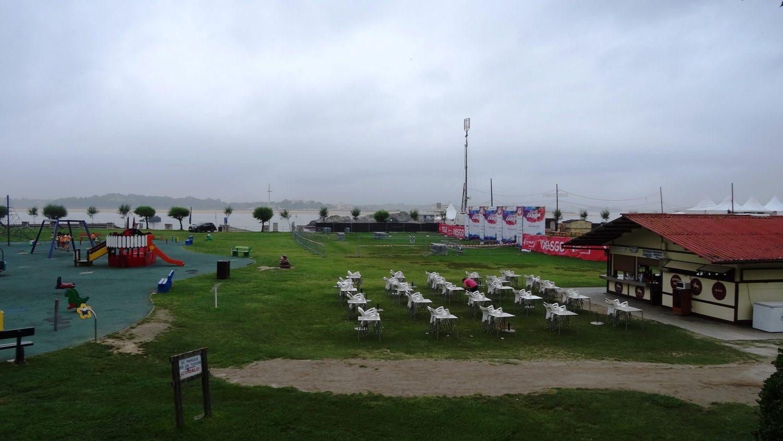 Здесь есть и развлечения для детей, и сцена для проведения концертов, и пляж, и места для пикника