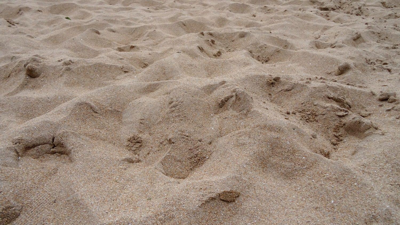 Часто фотографирую песок, он ведь очень разный бывает. В Хихоне - замечательный!