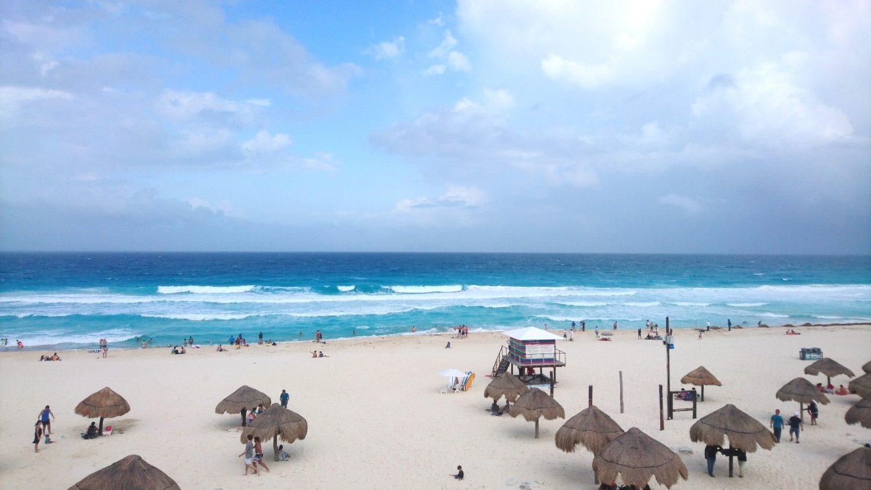 Пляж в Канкуне с классными волнами