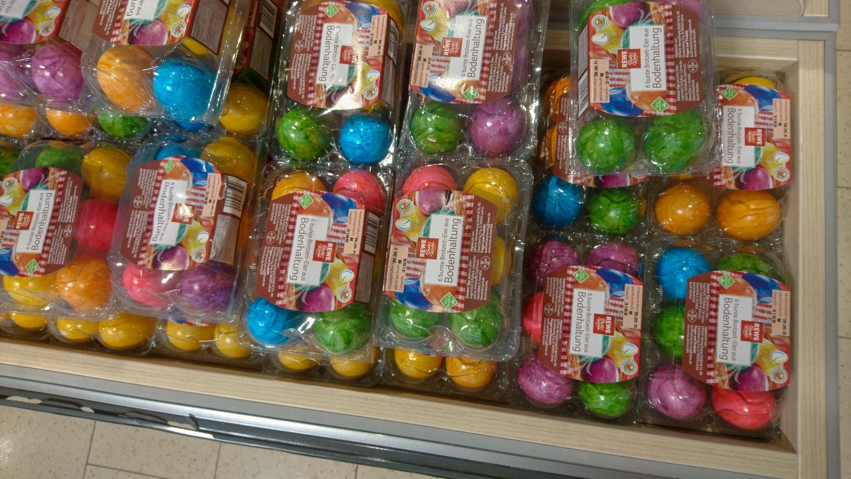 Вроде и Пасха давно прошла, но яйца вот такие яркие
