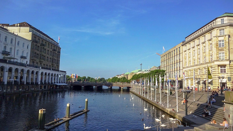 В Гамбурге много симпатичных каналов и мостов
