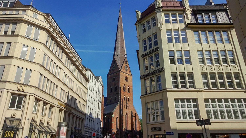 St. Petri Kirche была упомянута аж в XII веке, но позже пострадала от пожара и в XIX столетии была перестроена