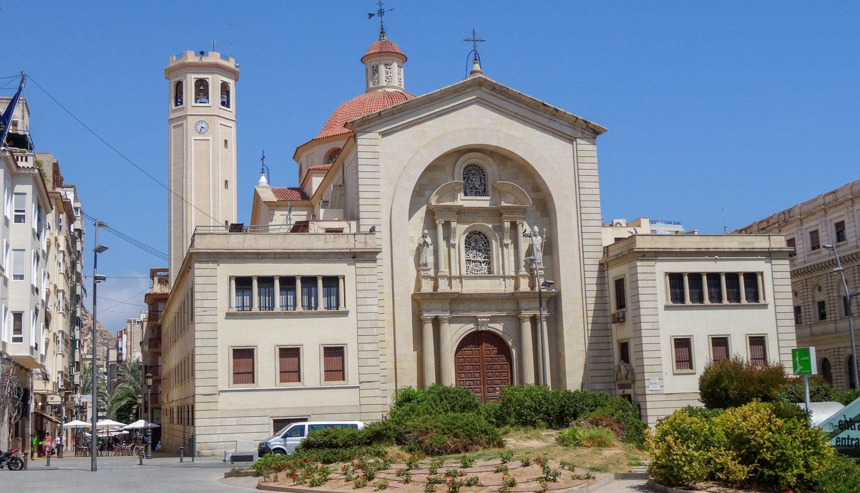 Нет, кафедрального собора в этот раз не будет, но как же совсем без церквей? Parroquia Nuestra Señora de Gracia, постройка середины XX века