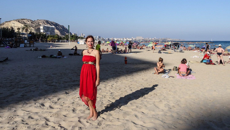 Пляж Postiguet, длинный и широкий