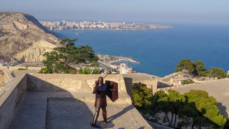 Типичная картина для Испании. Города, пляжи, рыцари!