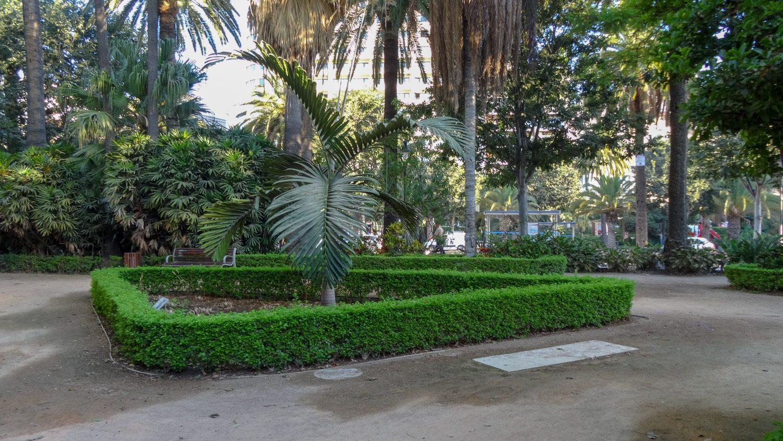 Главный парк, вытянувшийся вдоль порта