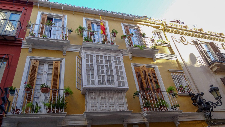 В Малаге живет больше полумиллиона человек. А домики в центре - как будто это небольшой уютный городок
